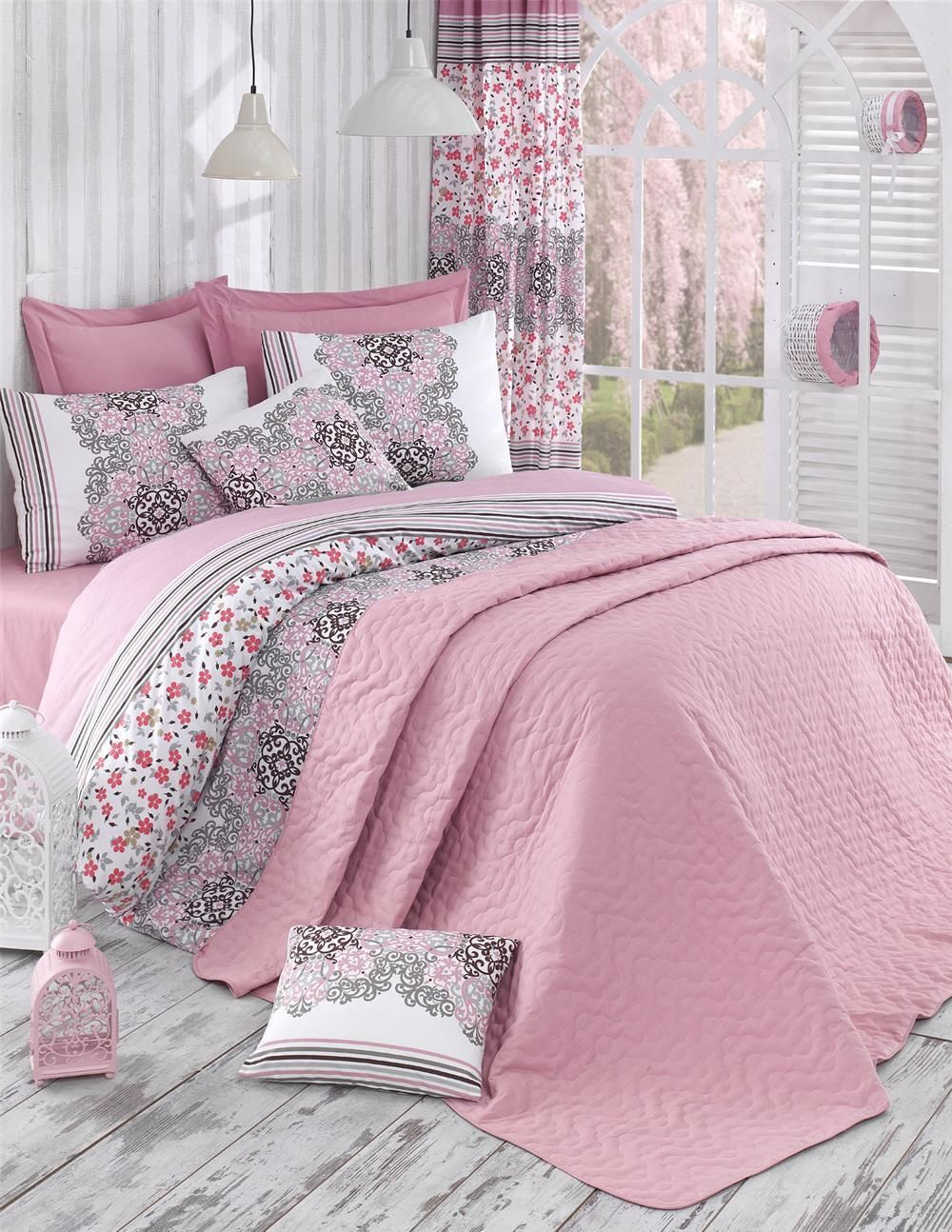 Bed linen set with bed spread